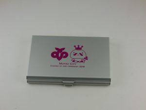 ネームカードケース・ミラー付きの名入れ成人式記念品